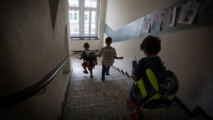 Schulfrei statt Unterricht: An der Hallwiler Primarschule (Bild) sind letzte Woche viele Lektionen ausgefallen.