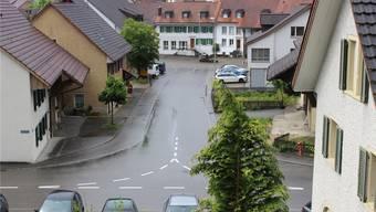 Die Mitteldorfstrasse in Kaisten: Hier soll eine Begegnungszone entstehen. Das Restaurant Gambrinus (links in der Mitte) wird durch einen Neubau ersetzt. dds