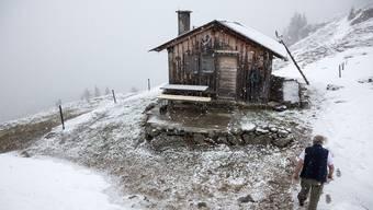 Im Mai gefriert es fast nur noch in höheren Regionen, wie hier in Obersaxen GR. Kühl und nass ist es aber auch in den Niederungen.Keystone