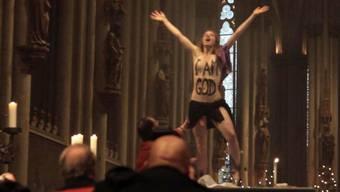 Nacktprotest an der Weihnachtsmesse im Kölner Dom