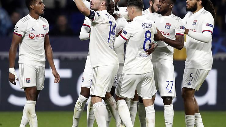 Die Spieler von Olympique Lyon blieben bei der Attacke auf den Mannschaftsbus unverletzt. (Archivbild)