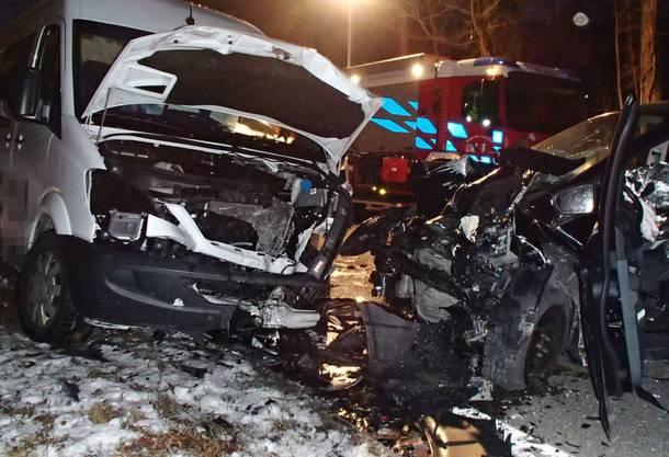 Der Unfallfahrer wurde im Autowrack eingeklemmt.