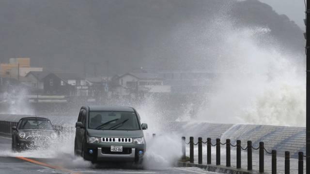 """Menschen müssen vor Taifun """"Man-yi"""" schnellstens in Sicherheit"""