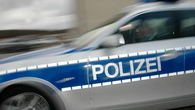 Die deutsche Polizei stand mit mehreren Hundert Beamten im Einsatz, um die rivalisierenden Fussballfans auseinanderzubringen. (Symbolbild)
