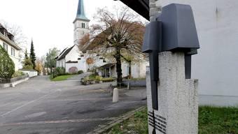 Therwil (hier die römisch-katholische Kirche) ist seit kurzem eine Stadt.