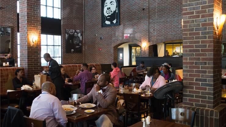 Das Porträt an der Wand des «Paschal's» erinnert daran, dass Martin Luther King hier Fried Chicken zu essen pflegte.