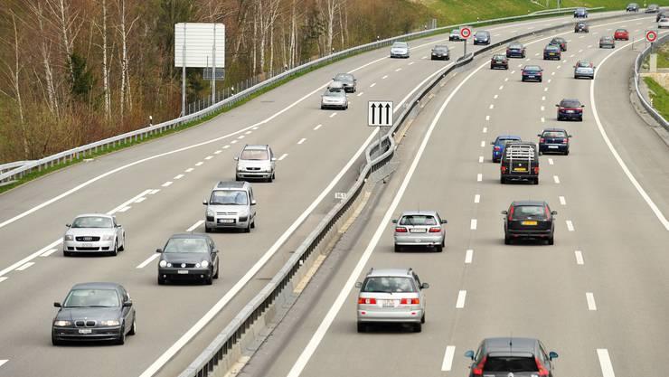 Der Unfall ereignete sich auf der Autobahn A1 nahe der Autobahnausfahrt Wangen an der Aare.