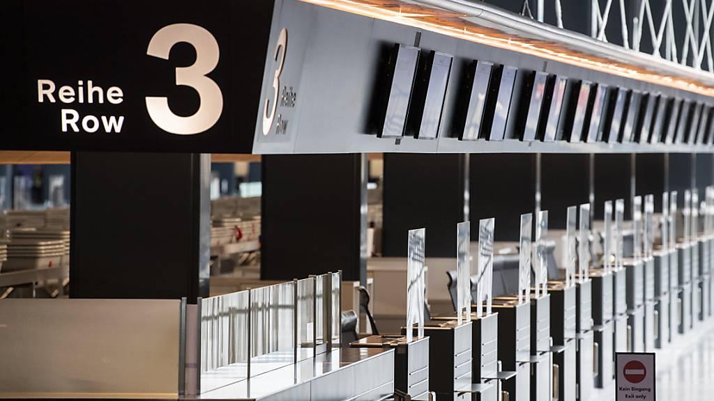 Der Flughafen Zürich hat 2020 aufgrund der Corona-Pandemie grosse Umsatzeinbussen erlitten. (Themenbild)