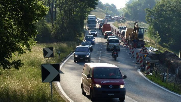 Die neue Staffeleggstrasse führte zu Verkehrsentlastungen in Küttigen und Aarau. (Archiv/hug)