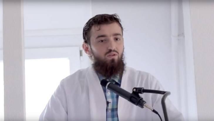 Imam Ardian Elezi fiel mehrfach wegen Hassbotschaften auf. Letztes Jahr verliess er die Schweiz.