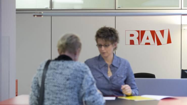 Über 50-Jährige haben es besonders schwer, wieder einen Job zu finden. Die Regierung soll das nun ändern - aber wie?
