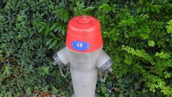 Bei der Kollision mit einem Hydranten muss das Auto vorne stark beschädigt worden sein (Symbolbild).