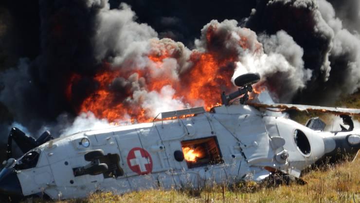 Das abgetürzte Helikopter-Wrack stand in Flammen.