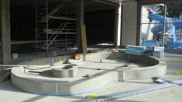 Der Anbau mit Planschbecken. Im Hintergrund: die neue Rutsche.