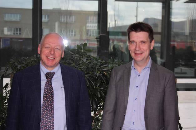 Die beiden Professoren Frank C. Krysiak, Uni Basel (rechts) und Anton Gunzinger, ETH Zürich referierten am letzten Energie-Apéro der Saison 2018/19 vor rekordvollem Haus zum spannenden Thema: Energiewende - die Kosten, der Nutzen.