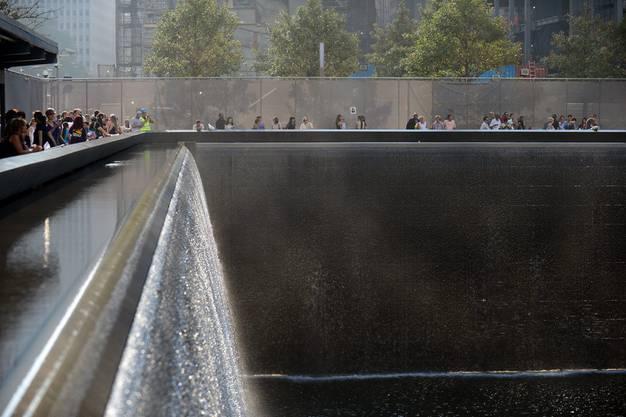 Angehörige versammeln sich am 9/11-Memorial