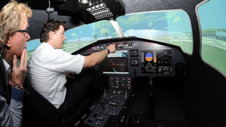 Die ersten Gäste starten im Birrfelder Simulator zu einem Rundflug um den Flughafen Zürich Kloten.