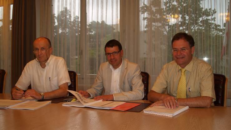 Finanzverwalter Gregor Kaufmann, Vizeammann und Finanzvorsteher Matthias Jauslin sowie Gemeinde-ammann Walter Dubler (von links) sind zufrieden mit der Wohler Jahresrechnung.  aw