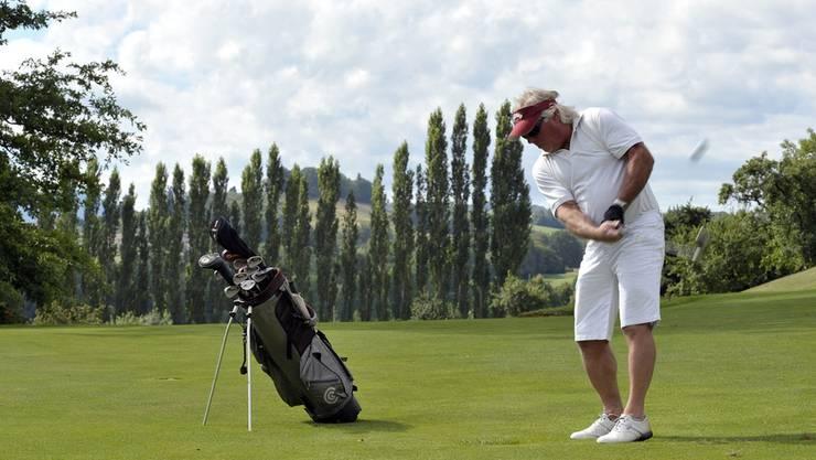 Golfen ist ein kostspieliges Hobby. Die Junge GLP will darüber diskutieren, ob Vermögende keinen Anspruch mehr auf eine AHV haben sollen. (Symbolbild)