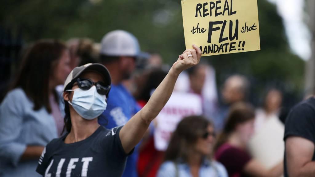 Demonstranten haben in Boston ihren Unmut über die Impfpflicht kundgetan.