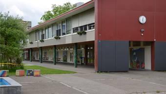 Das Dohlenzelg-Schulhaus ist architektonisch zwar wertvoll, allerdings ist die Bausubstanz in schlechtem Zustand. Eine Sanierung ist keine Option. jam
