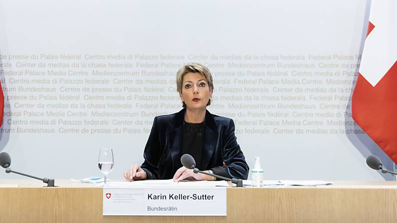 Justizministerin Karin Keller-Sutter ist eine der Gewinnerinnen des Abstimmungssonntags. An die Adresse der Konzernverantwortungsinitianten sagte sie, dass auch sie nicht mit leeren Händen dastünden.