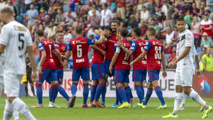 Nach einer heissen Schlussphase darf sich der FC Basel über den Sieg und die Position als Tabellenführer freuen.