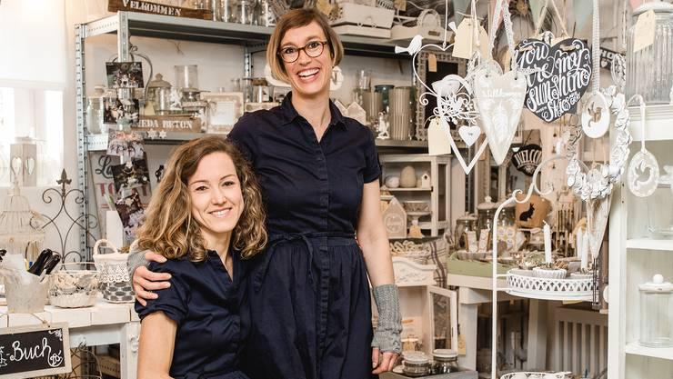 Simone Wiederkehr (links) und Daniela Hirschi führen den Laden «Sieda».