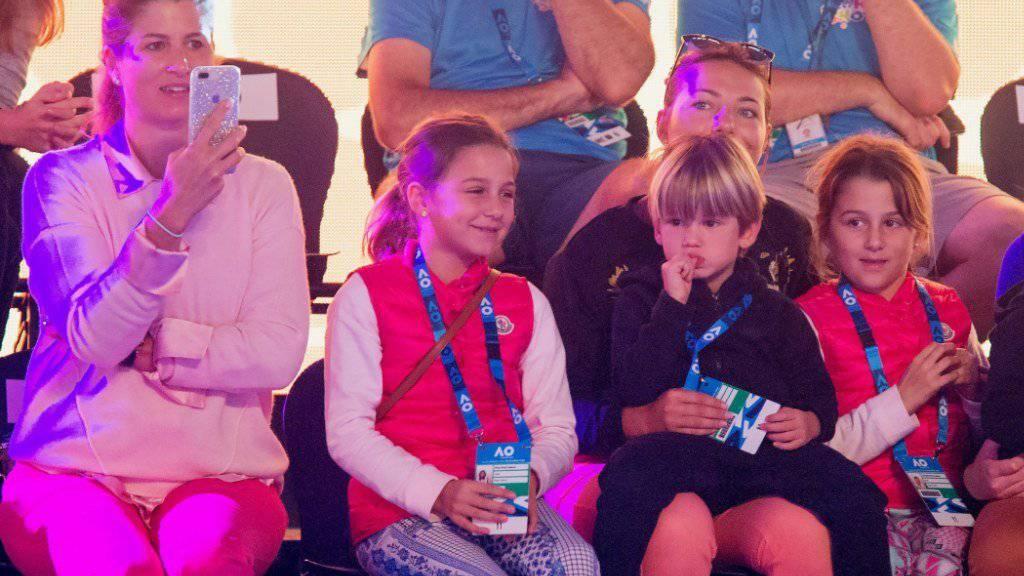 Mirka Federer (links) und die vier Kinder Myla Rose, Charlene Riva, Lenny und Leo Federer im Januar 2018 in Melbourne