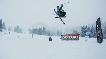 Dank dem Schneefall können die Fricktaler Freestyler (hier Florian Mühlebach) endlich wieder über die Schanzen.