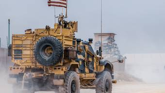 Entgegen der Ankündigung von Präsident Trump, verbleiben rund 1000 US-Soldaten in Syrien.