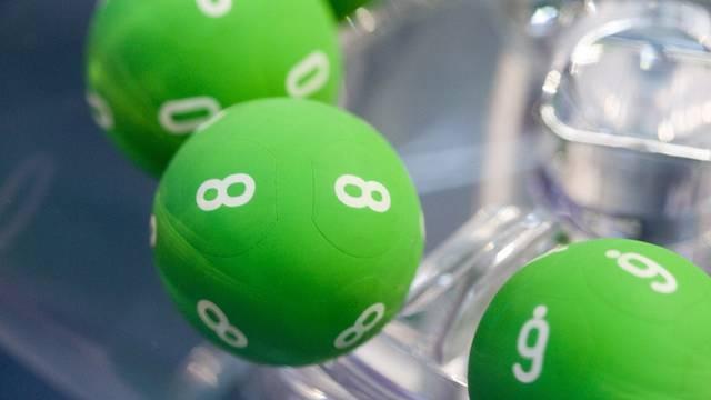 Lottokugeln für die Ziehung der Jokerzahl des Schweizer Zahlenlottos (Archiv)