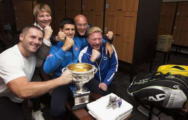 Auch als Trainer erfolgreich Boris Becker mit Novak Djokovic nach seinem Sieg gegen Andy Murray Australian Open Grand Slam