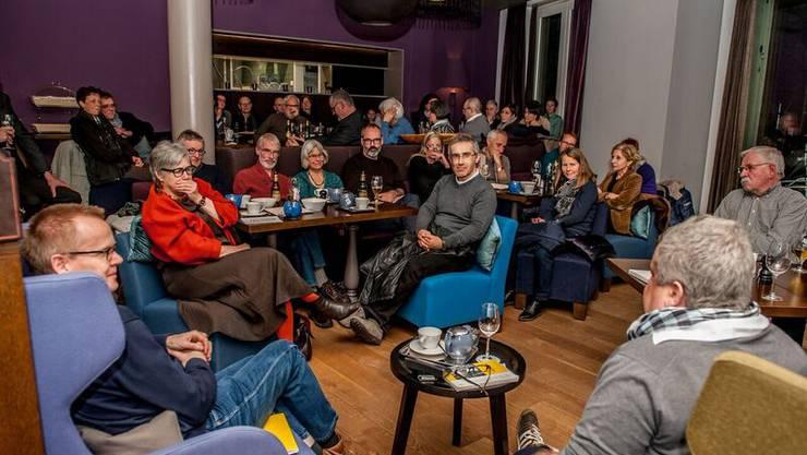 Ennetbadener Journalist Urs Tremp und der bekannte Badener Historiker Bruno Meier reden im Traktandum 1 über Baden und Ennetbaden.