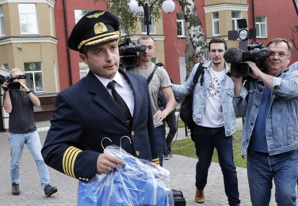 Damir Yusupov, 41, der Pilot der Ural Airlines A321, nach seiner Grosstat bei Moskau.