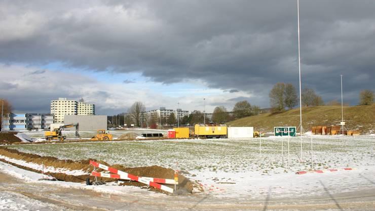 Ideale Lage: Hier, in der Nähe der Schulanlage Nidermatt in Birr, soll eine Beach-Soccer-Anlage erstellt werden. (lp)