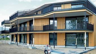 Evelyn und Othmar Keel haben einen Tag der offenen Tür durchgeführt und ihr Mehrfamilienhaus Interessierten gezeigt.
