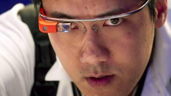 Die Google-Brille: Wird sie uns bald schon im Gespräch mit wertvollen Informationen versorgen?