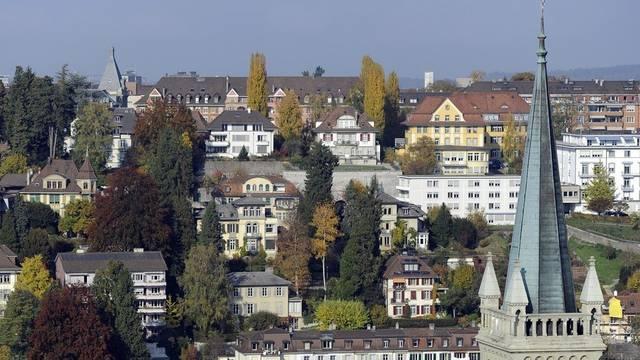 Blick vom Turm des Münsters auf die Häuser im Altenberg-Quartier in Bern (Archiv)