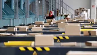 Der Paketversand boomt in der Schweiz. DHL hat es gemerkt.