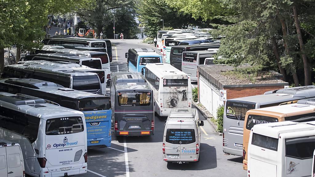 Hochbetrieb auf dem Carparkplatz auf dem Luzerner Inseli im 2018: Weil diese Parkplätze aufgehoben und ein Park realisiert wird, sucht die Stadt nach einer Ersatzlösung. (Archivaufnahme)