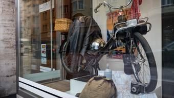 Das Vélosolex im Schaufenster der Haargalerie an der Ringstrasse 7 in Olten.