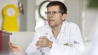 Patienten mit einem Hirnschlag sollten innerhalb der «goldenen Stunde» abgeklärt und danach behandelt werden, sagt der Arzt Robert Bühler.