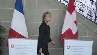 Finanzministerin Widmer-Schlumpf vor einer Pressekonferenz im März