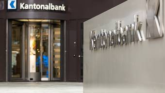 Die Aargauische Kantonalbank (AKB) will auch in Zukunft physische Präsenz markieren. Sie hält nicht nur an ihrem Hauptsitz (im Bild) in Aarau fest, sondern an allen 32 Standorten im Kanton Aargau. Ganz im Gegensatz zur Credit Suisse.