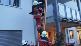 Einsatz der Feuerwehr Urdorf beim Mehrfamilienhaus an der Bahnhofstrasse 89