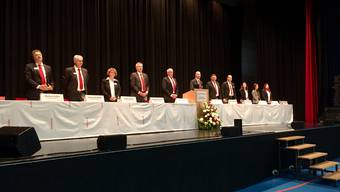 """Auch das macht das """"Heimelige"""" aus: Der Verwaltungsrat singt zur Eröffnung das Baselbieter Lied."""