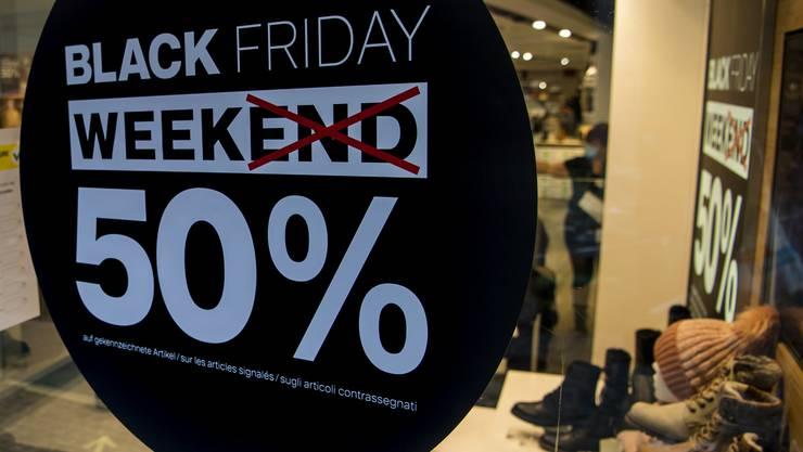 50 Prozent Rabatt auf Dosenbach-Schuhe in Lausanne. Praktisch jeder Händler, Coiffeur oder Metzger macht beim Black Friday inzwischen mit.
