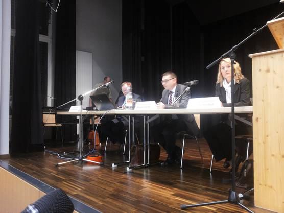 Auch Regierungsrätin Susanne Hochuli ist nach Safenwil gekommen.
