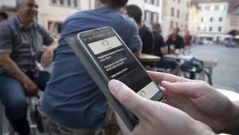 Die Abgabe von Kontaktdaten in Bars und Clubs hilft beim Contact Tracing (Symbolbild).